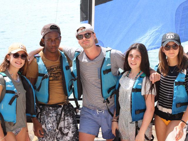 Groupe d'ados en colonie de vacances en corse cet été