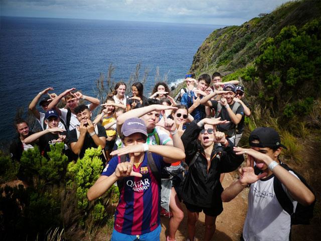 groupe d'ados en randonnée aux açores cet été en colonie de vacances djuringa juniors