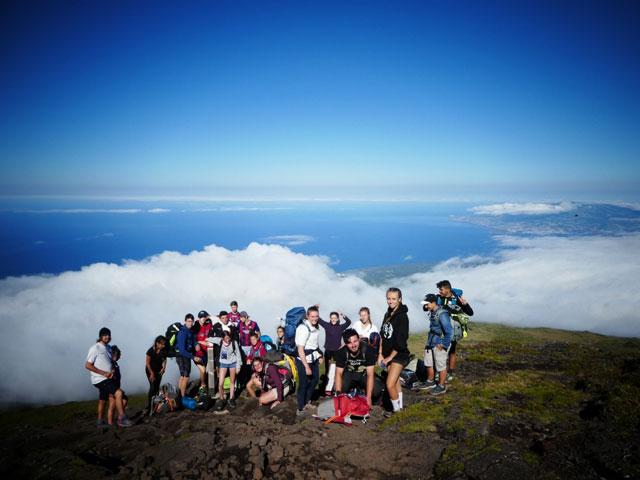 groupe d'adolescents en colonie de vacances d'été ados aux açores