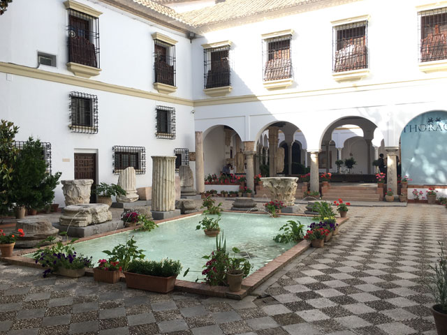 Patio en Espagne en colonie de vacances cet été pour ados et enfants