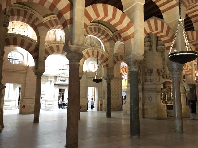 Visite de la mezquita de Cordoue en colonie de vacances pour ados en Espage