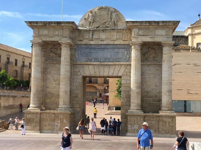 Monument en Espagne cet été en colonie de vacances en Espagne