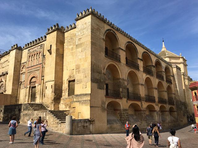 monuments espagnols durant une colonie de vacances pour ados en espagne cet été