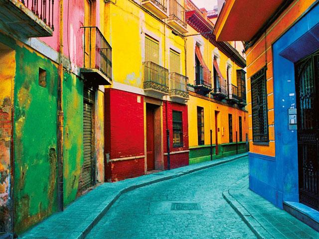 Rues colorées en espagne en colonie de vacances cet été