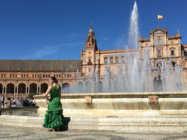 Danseuse de flamenco sur la plaza de Espana en colonie de vacances cet été