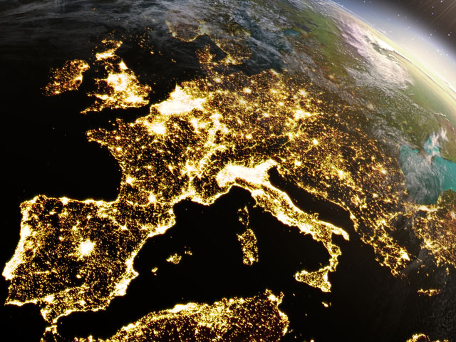 Globe terrestre avec vue sur l'europe pour une colo itinérante