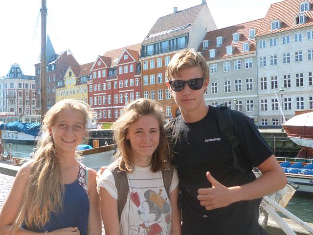 Adolescents en colonie de vacances en Europe cet été