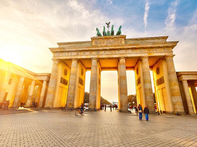 Adolescents en voyage à Berlin en colonie de vacances itinérante cet été