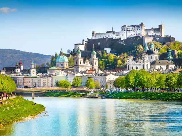 Paysage de séjour en Europe cet été en colonie de vacances itinérante pour ados