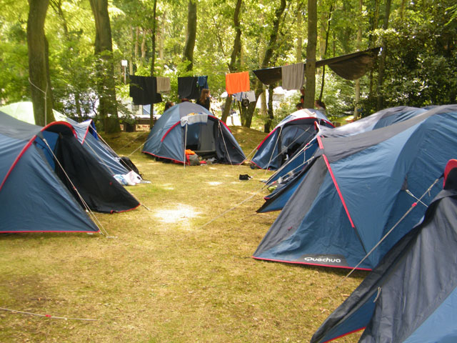 Campement pour adolescents en voyage itinérant en Europe cet été