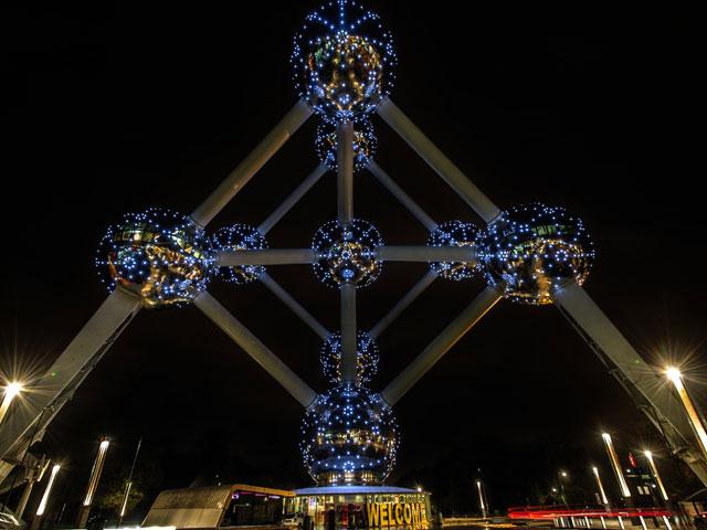 Atrium en Belgique vu de nuit en colonie de vacances cet été pour ados