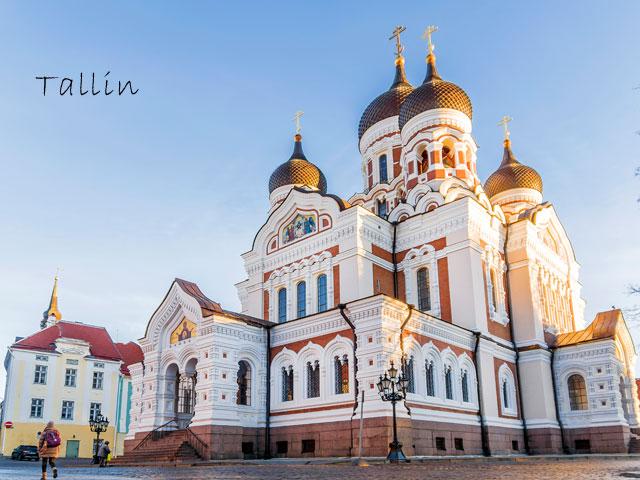 Monument de Tallin visité par les ados en colonie de vacances