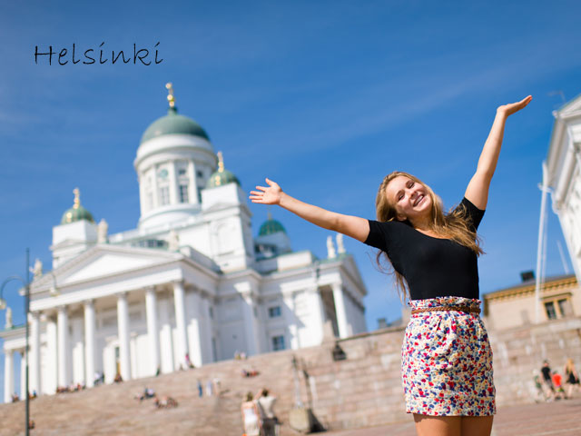 Adolescente visitant Helsinki en colonie de vacances cet été