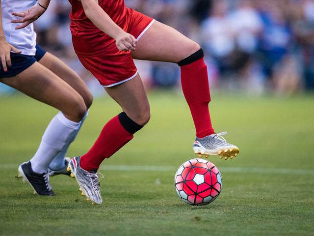 ados en stage de football féminin