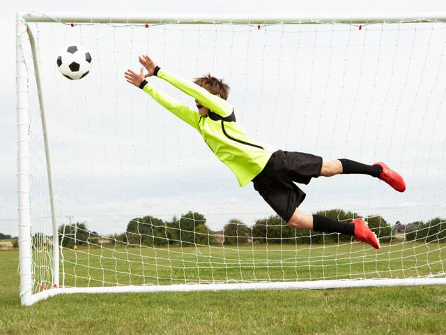 goal de stage sportif de football cet été pendant les vacances scolaires