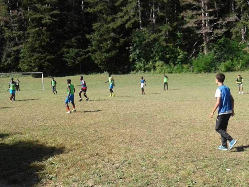 Tournoi de foot jouer durant la colonie de vacances