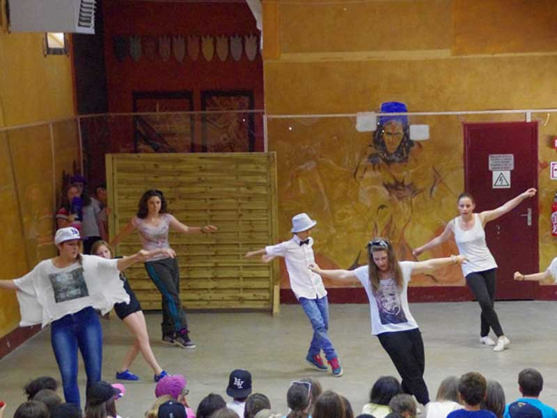 Présentation du spectacle final de danse de la colonie de vacances