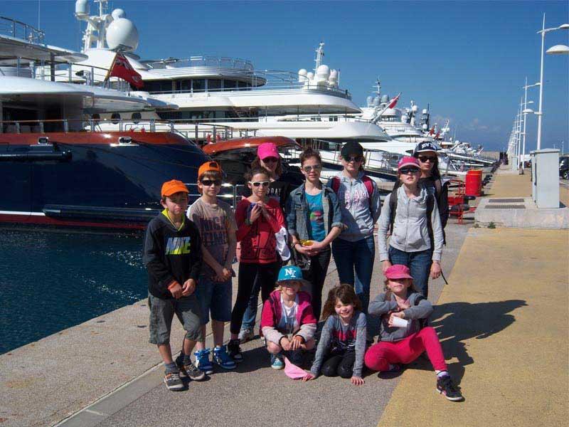 groupe d'enfants en colonie de vacances animaux marins