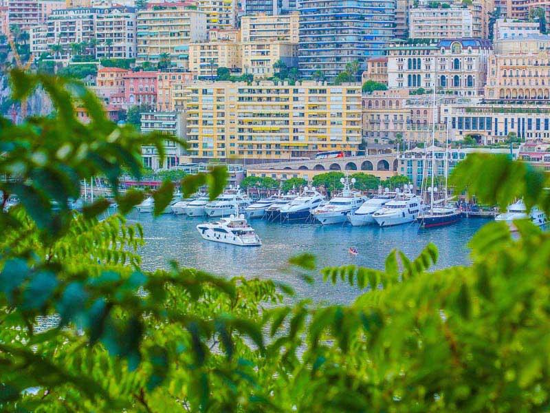 Vu sur la bai de Monaco en colo l'été