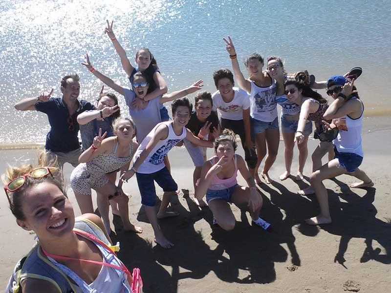 Photo groupe ados bord de de mer