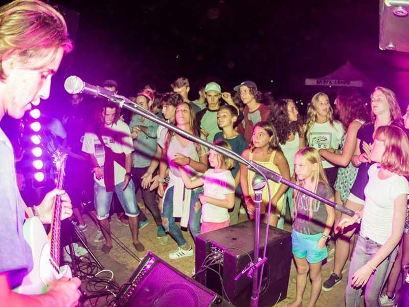 soirée musicale en colonie de vacances cet été