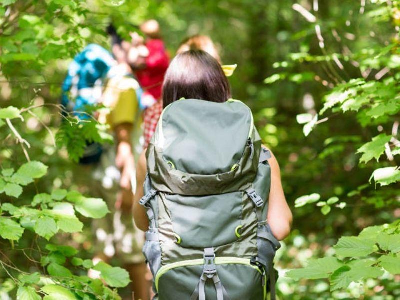 Randonnée en Aveyron durant la colonie de vacances pour jeunes