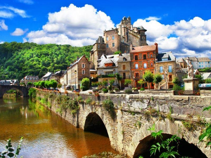 Visite des sites touristiques de l'Aveyron en colonie de vacances en été