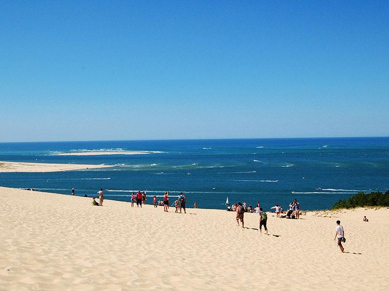 Vue de l'océan Atlantique depuis le sommet de la Dune du Pilat en été