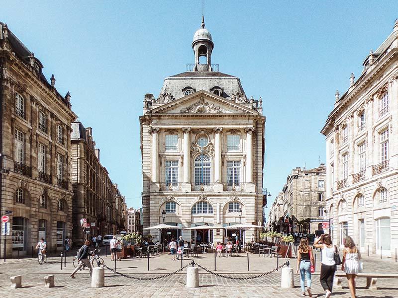 Place de la Bourse à Bordeaux, en été
