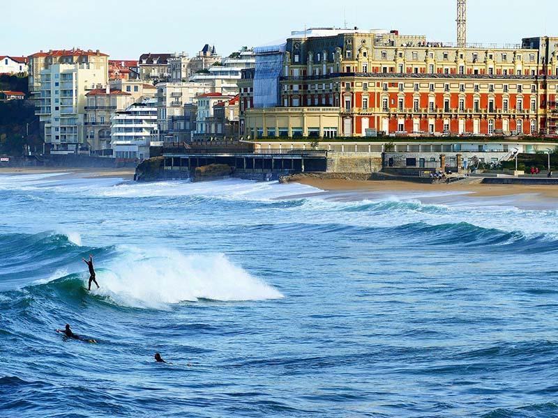 Plage du Miramar à Biarritz en été