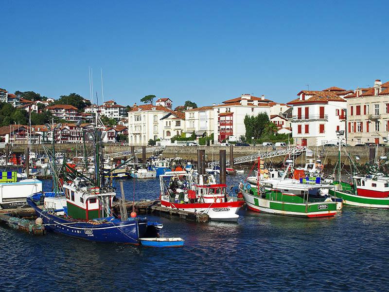 Port de Saint-Jean-De-Luz en été