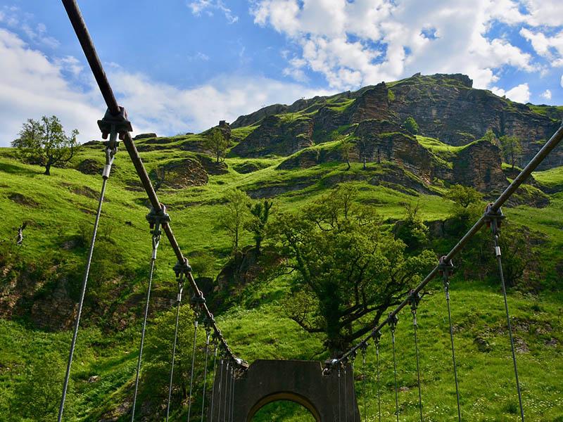 Vu de la montagne des Pays Basque depuis la passerelle d'Holzarte, en été