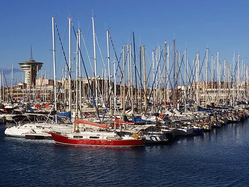 Photo d'un port d'Occitanie en été