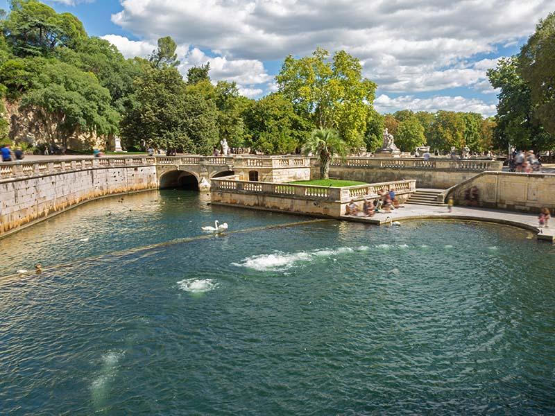 Les Jardins de la Fontaine à Nîmes, en été