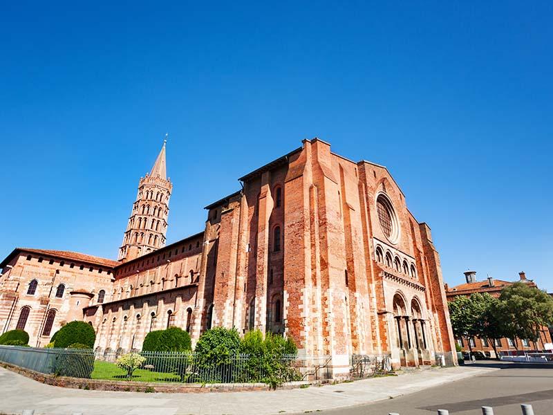 Basilique Saint-Sernin à Toulouse en été