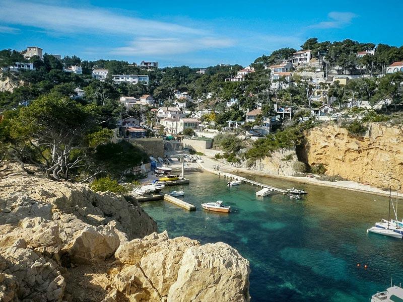 vue sur les paysages de la mer mediterranée en colo cet été