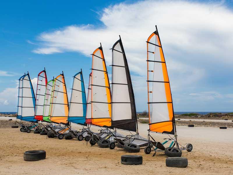 Char à voile en bord d'océan en colonie de vacances pour enfants cet été