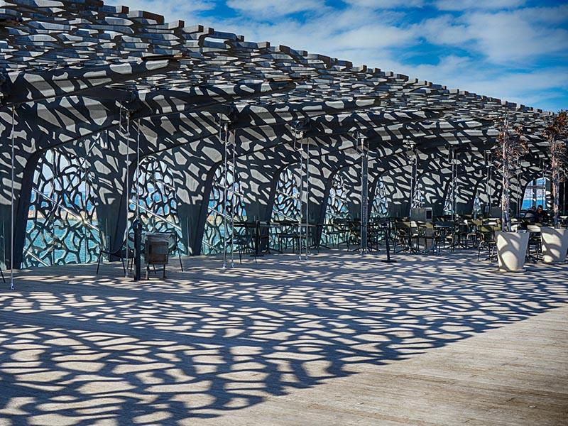 Terrasses du MUCEM de Marseille en été