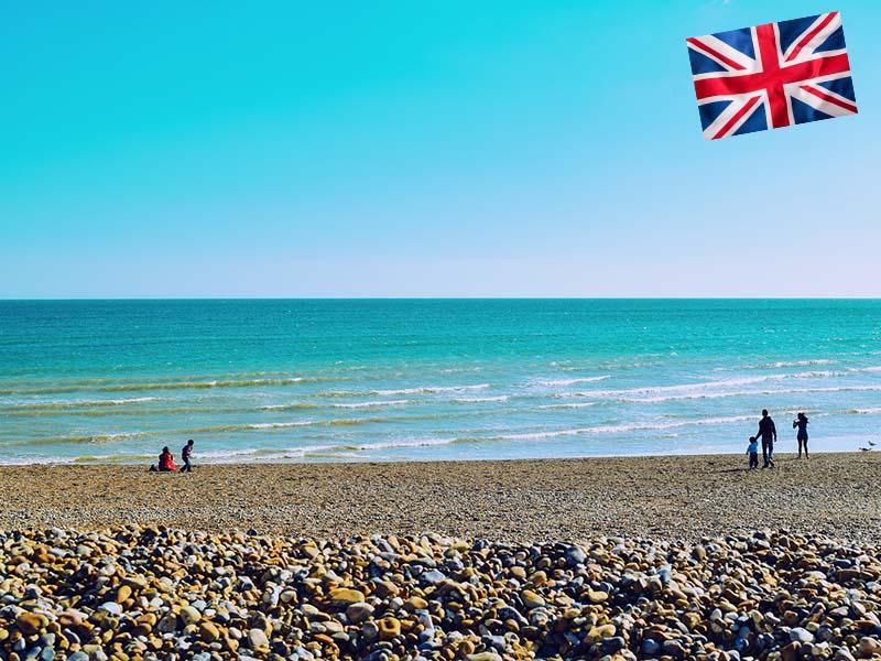 Plage de galet à Brighton en Angleterre