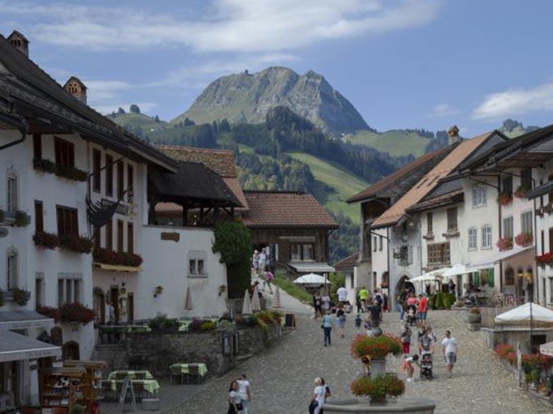 Visite de la ville de Gruyère en Suisse pendant le stage linguistique d'anglais en été