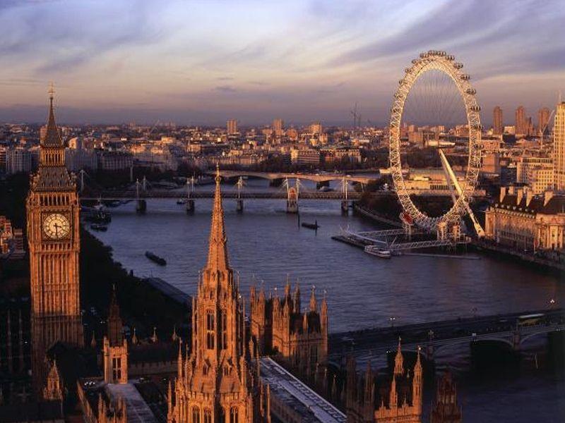 Vue de Londres en Angleterre durant un couché de soleil
