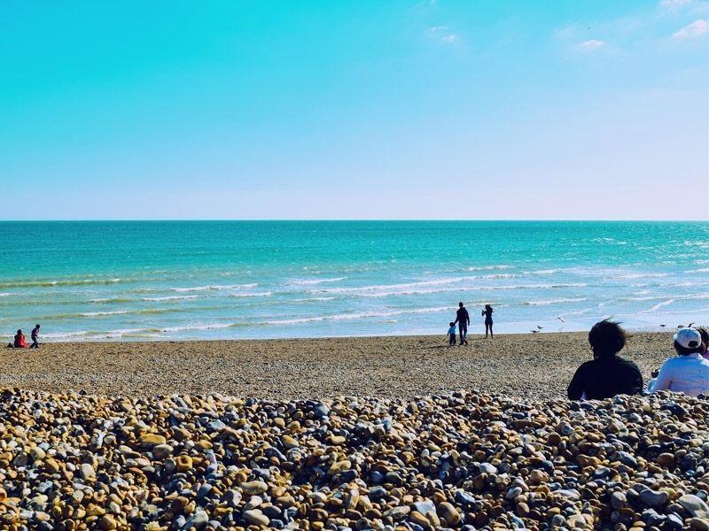 La plage de Brighton en Angleterre en été
