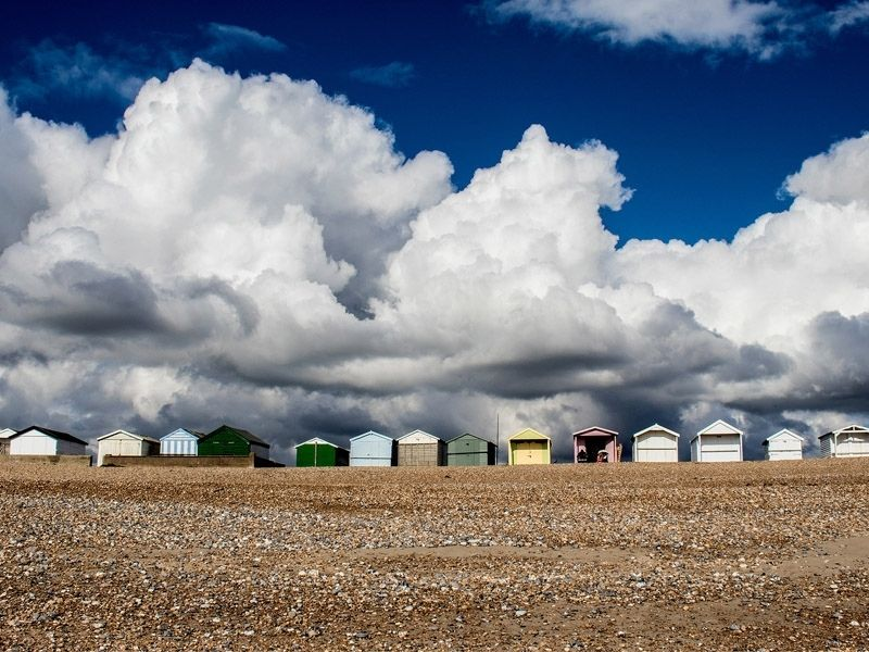 Les cabines de la plage de Brighton en Angleterre en été