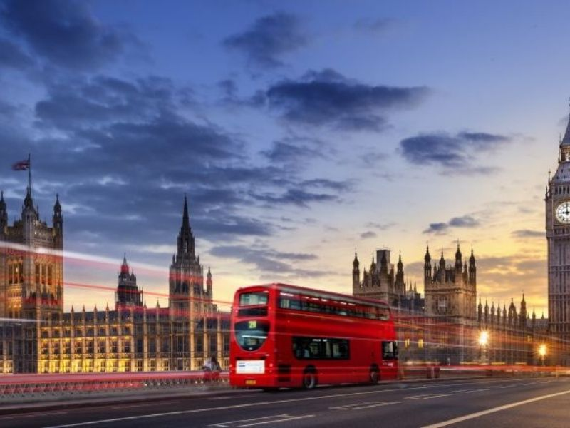 Ville de Londres la nuit en séjour linguistique en Angleterre