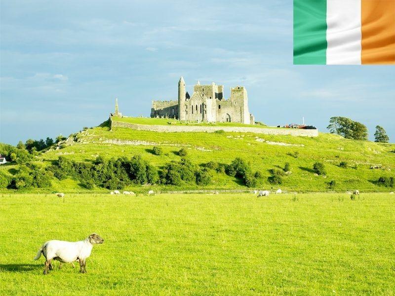 Un château au milieu des champs en Irlande