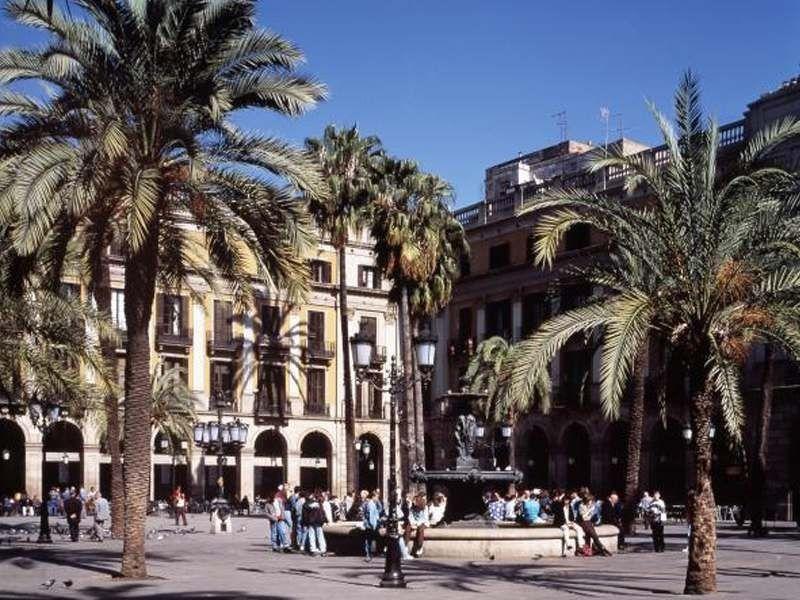 Place Reial de Barcelone en été