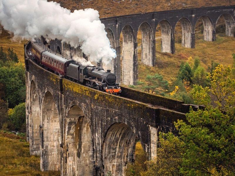 Train à vapeur dans la campagne d'Ecosse