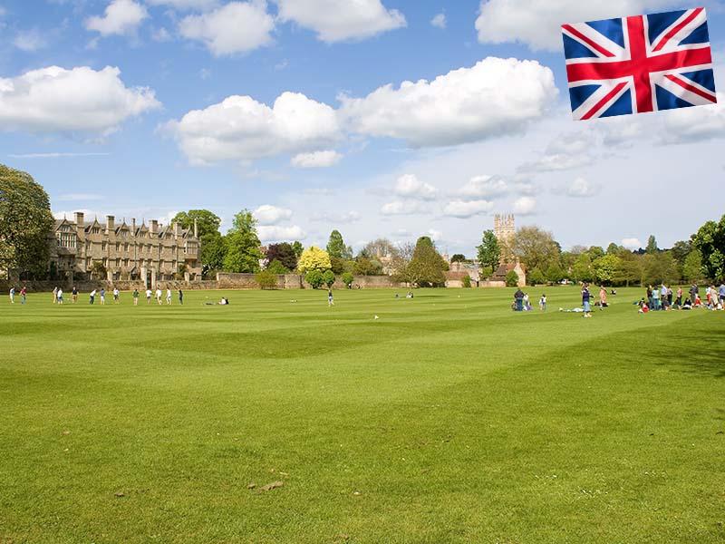 Un parc d'Angleterre en été