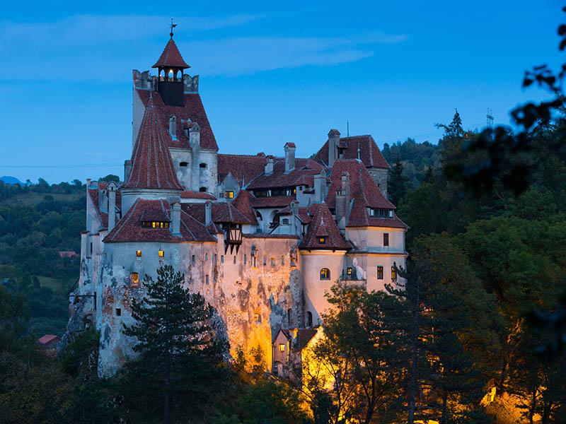 Vue sur le chateau de bran de Dracula en colonie de vacances cet été