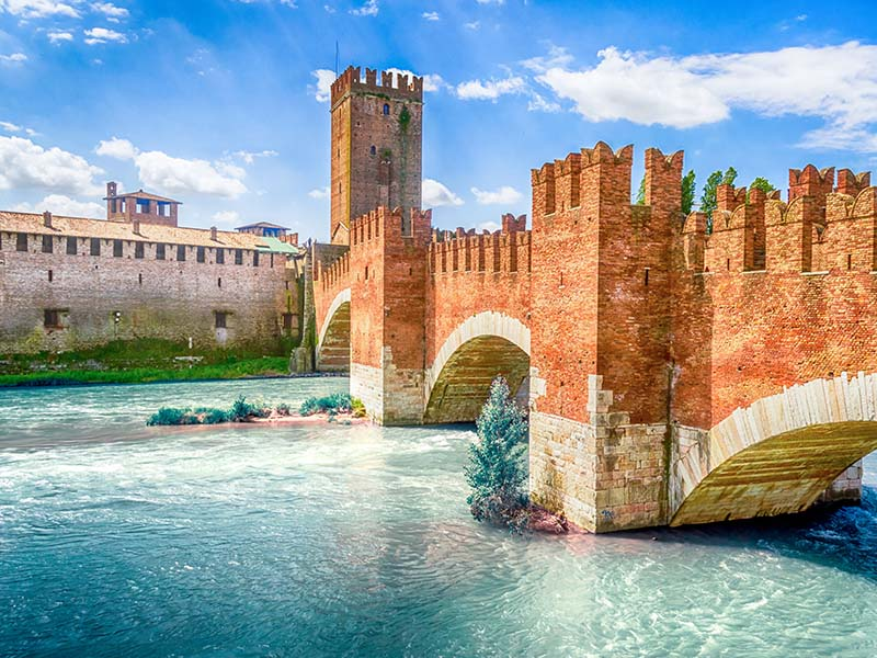 Pont de Scaligero en Italie apercu en colonie de vacances cet été